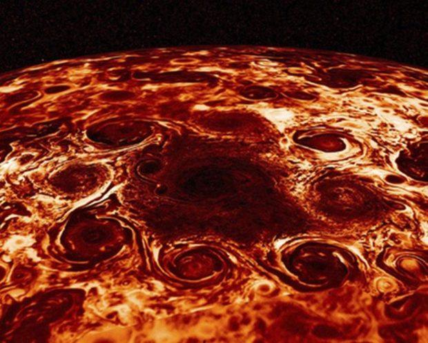 Juno revela la primera imagen del turbulento interior de Júpiter, el planeta más grande del Sistema Solar