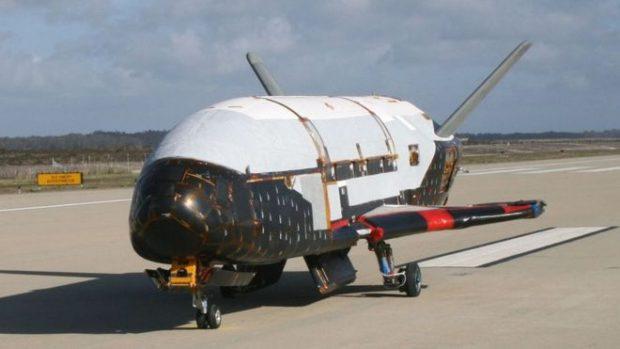 Qué se sabe del misterioso X-37B, el avión que acaba de romper el récord de más de 700 días en vuelo alrededor de la Tierra