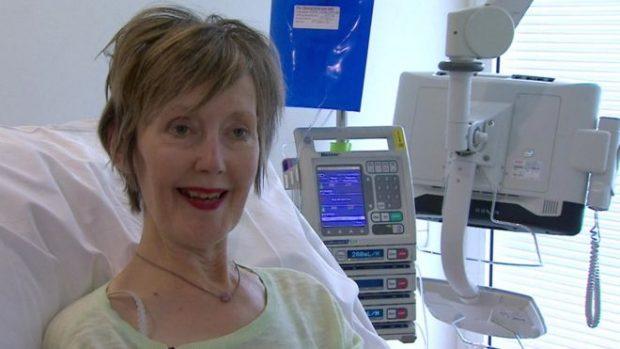 El novedoso tratamiento para el cáncer que promete hacer que la quimioterapia sea más efectiva y tenga menos efectos adversos