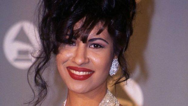 """Selena: cómo fue el asesinato de """"la reina del tex-mex"""" hace 25 años a manos de la presidenta de su club de fans"""