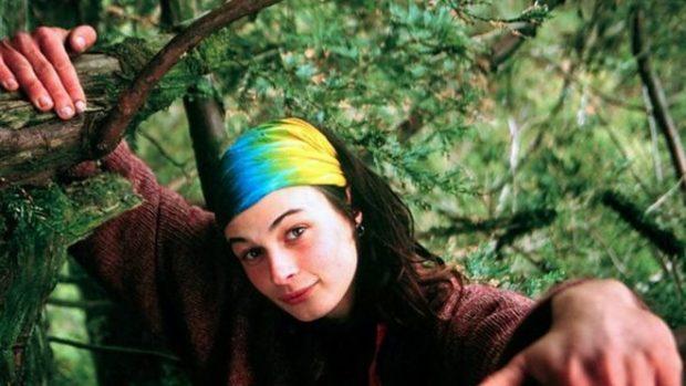 """Julia """"Butterfly"""" Hill, la mujer que vivió 738 días en la cima de una secuoya milenaria para evitar que lo talaran"""