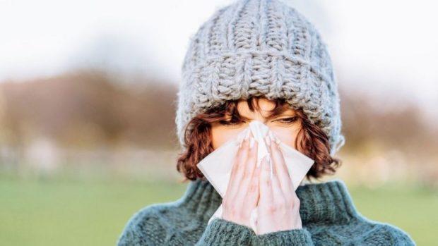 """Coronavirus: estudio sugiere que """"el resfriado común puede desalojar a la covid-19 de tu organismo"""""""