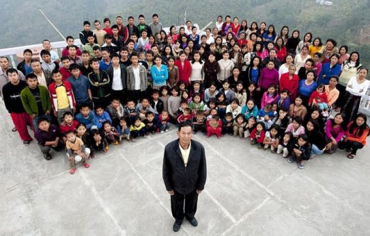 """Muere el cabeza de la """"familia más grande del mundo"""", que tenía 38 esposas y 89 hijos"""