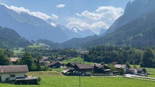 Mitholz, la tranquila ciudad suiza que enfrenta una bomba de tiempo