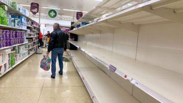 """La triple crisis que enfrenta Reino Unido y que podría desembocar en un nuevo """"invierno del descontento"""""""